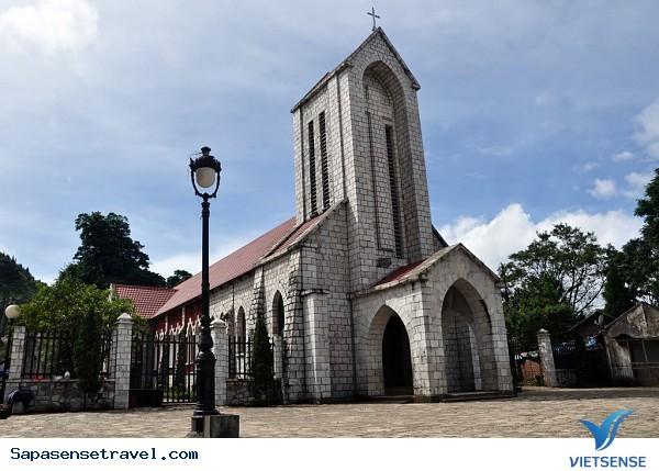 Tham quan nhà thờ cổ Sapa - Ảnh 1