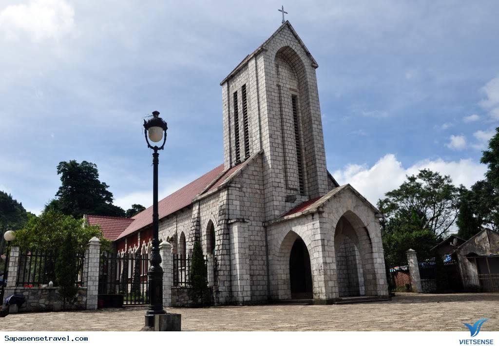 Tham quan nhà thờ cổ Sapa